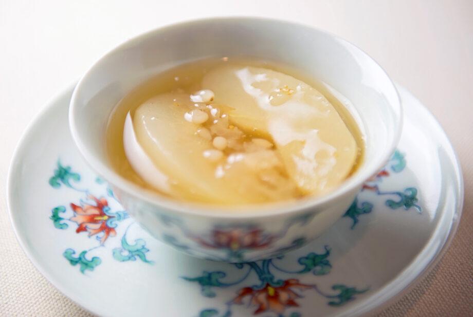 黄金色に輝くやさしいスープのイメージ