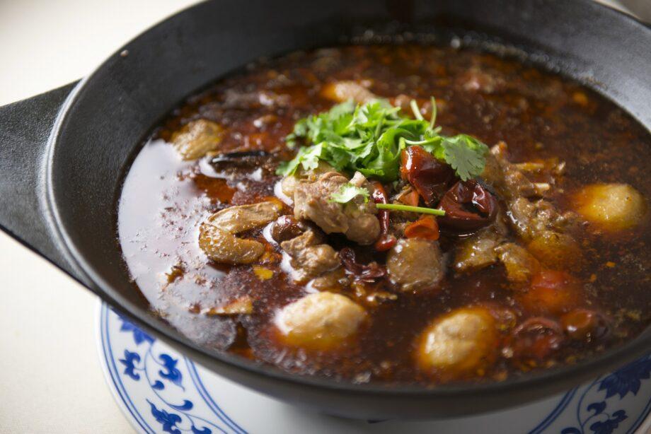 地鶏と里芋の火鍋風煮込み料理のイメージ
