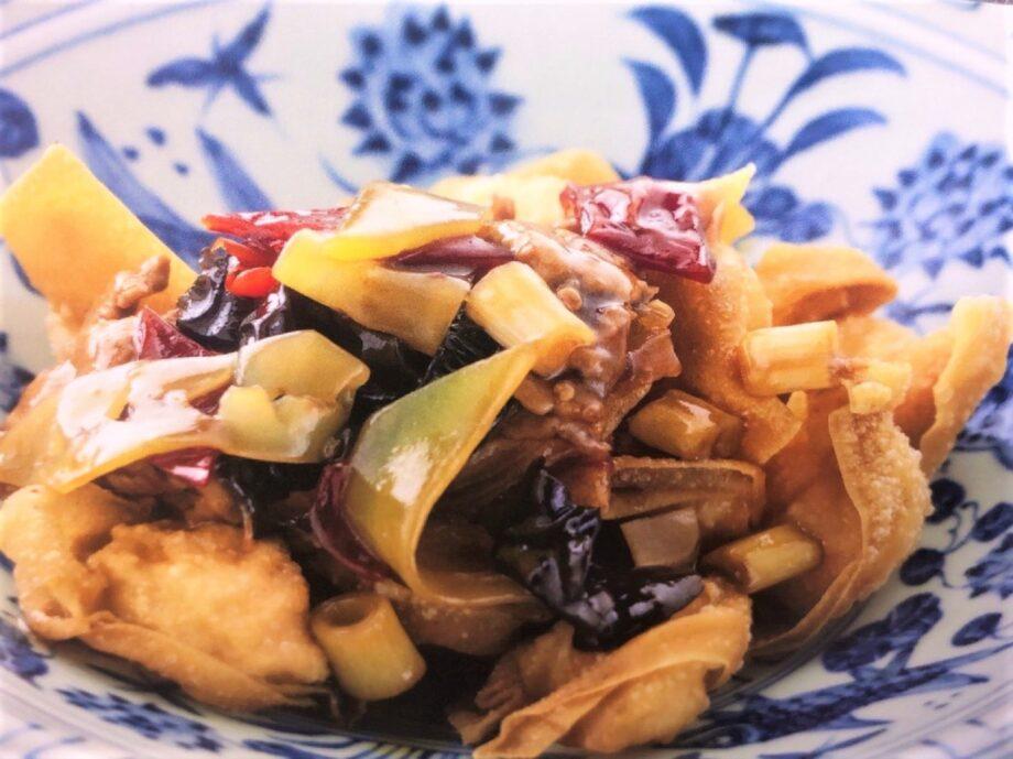 甘酸っぱい豚肉餡を掛けた揚げワンタン『響鈴肉片(シャンリンロウピェン)』のイメージ